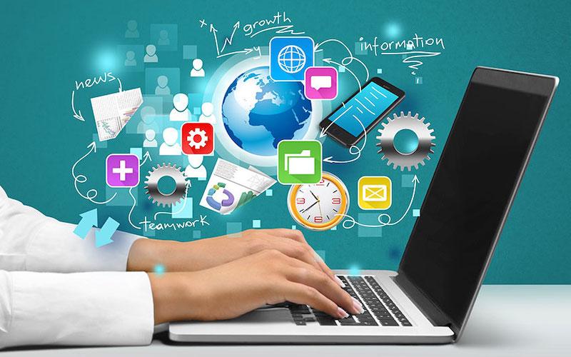 Persona con competenze digitali